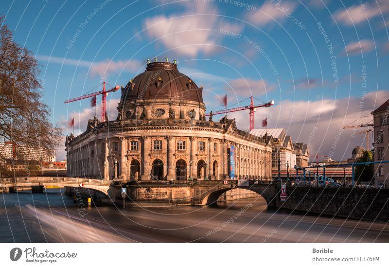 Fast forward Berlin Kunst Ausstellung Museum Architektur Kultur Wasser Stadt Hauptstadt Brücke Bauwerk Gebäude Sehenswürdigkeit Wahrzeichen Museumsinsel blau