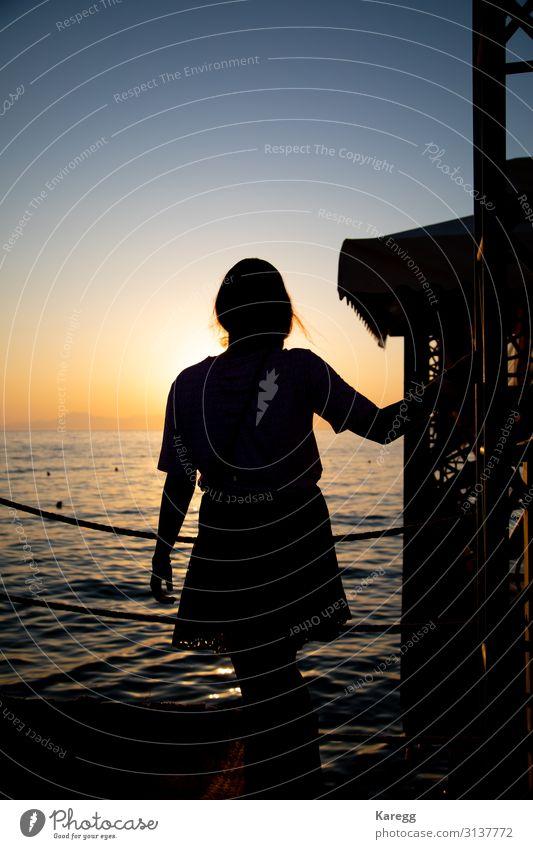 the silhouette of a young woman Erholung Ferien & Urlaub & Reisen Sommer Strand Mensch feminin Junge Frau Jugendliche Erwachsene Körper 1 Gefühle Stimmung