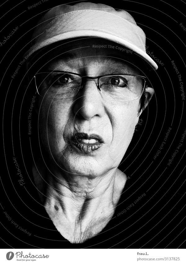 überfordert Mensch feminin Frau Erwachsene Weiblicher Senior Gesicht 1 60 und älter Brille Mütze alt kämpfen Blick hässlich Krankheit Originalität verrückt