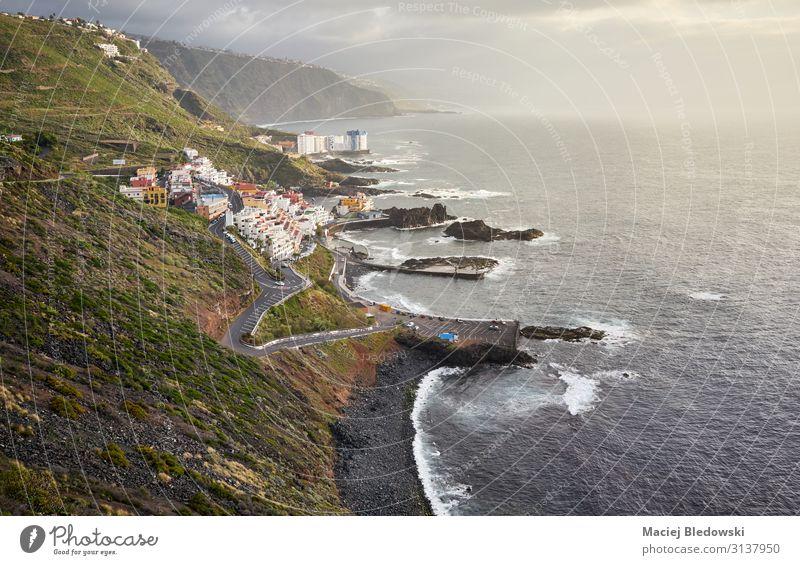 El Pris Dorf am Atlantikufer bei Sonnenuntergang, Teneriffa. Ferien & Urlaub & Reisen Tourismus Ausflug Abenteuer Ferne Freiheit Strand Meer Wellen