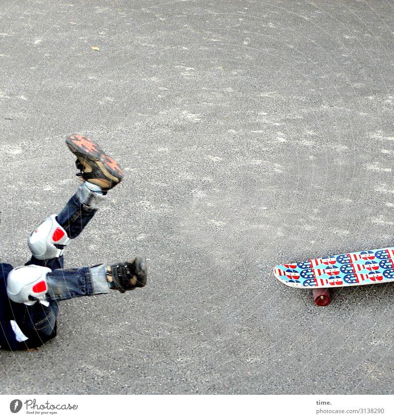 Bretter der Welt Sport Fitness Sport-Training Skateboard maskulin Junge Beine Fuß 1 Mensch Platz Straße Wege & Pfade Asphalt Beton Jeanshose Knieschoner Schuhe
