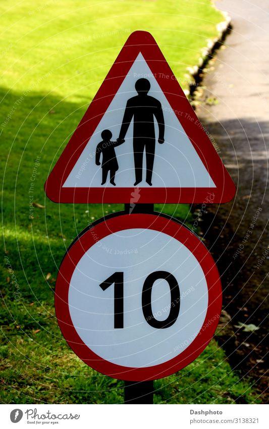 Geschwindigkeit und Kinder überqueren Straßenschild auf einer Landstraße Kindererziehung Kleinkind Vater Erwachsene Gras Blatt Verkehr Autofahren Wege & Pfade