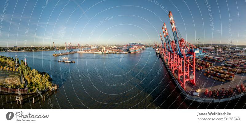 Panorama eines Containerterminals in Hamburg Umwelt Landschaft Wolkenloser Himmel Klima Klimawandel Schönes Wetter Hauptstadt Hafenstadt Schifffahrt