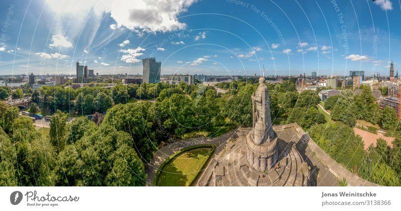 Panorama von Hamburg beim Bismarckdenkmal Hauptstadt Hafenstadt Stadtzentrum Hochhaus Industrieanlage Kirche Park Platz Turm Bauwerk Gebäude Architektur