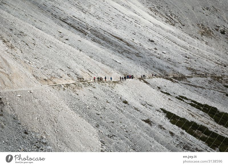 im Gänsemarsch Ferien & Urlaub & Reisen Tourismus Ausflug Abenteuer Ferne Expedition Berge u. Gebirge wandern Mensch Menschengruppe Natur Landschaft Felsen
