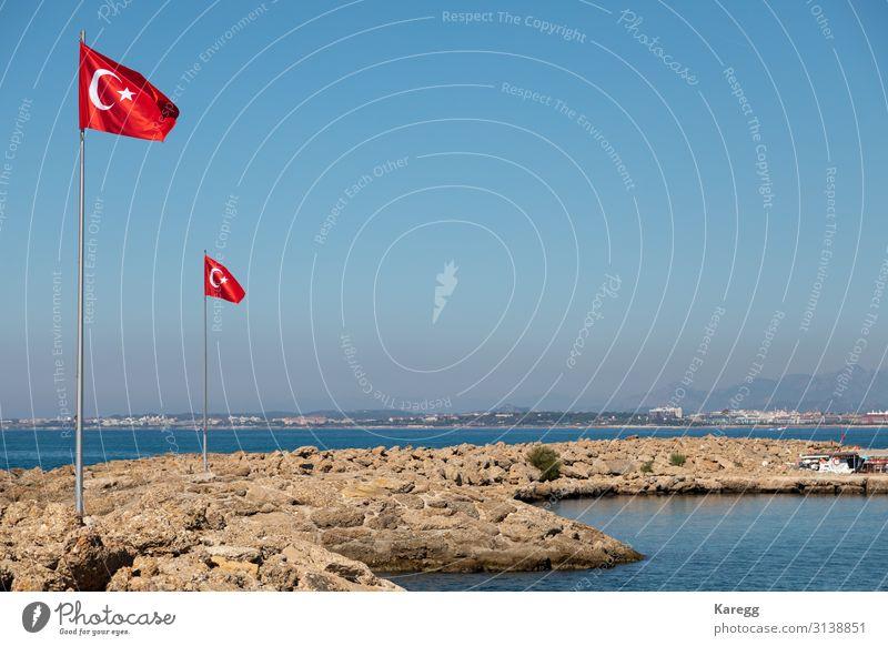 in the port of Side the Turkish flag blows at a mast Ferien & Urlaub & Reisen Erfolg Stadtzentrum Fahne blau braun rot modern memorial monument Großstadt