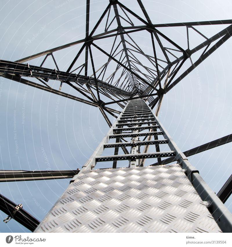 Halswirbelsäulentraining (VIII) Himmel Architektur Gebäude hell Linie Metall Energiewirtschaft Technik & Technologie Perspektive Schönes Wetter hoch Neugier