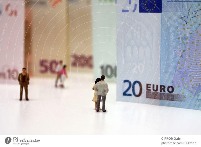 Schöne Eurowelt II Frau Mensch Mann Erwachsene feminin Paar maskulin Armut Geld Sicherheit Geldinstitut Beratung Reichtum reich Geldscheine Eurozeichen