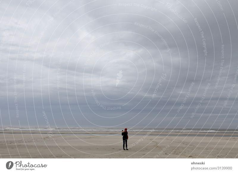 Beach-Shooting Mensch Himmel Ferien & Urlaub & Reisen Jugendliche Junge Frau Wasser Meer Wolken Einsamkeit Ferne 18-30 Jahre Lifestyle Erwachsene feminin Küste