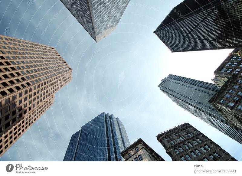 Halswirbelsäulentraining (IV) Himmel Wolken New York City Stadtzentrum Hochhaus Bauwerk Gebäude Architektur Mauer Wand Fassade Fenster hoch Kraft Wachsamkeit