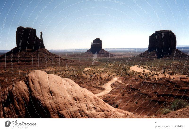 The Rock Blauer Himmel Wüste Felsen Gesteinsformationen Monument Valley Bekanntheit Attraktion Sehenswürdigkeit Klarer Himmel Wolkenloser Himmel Weltreise