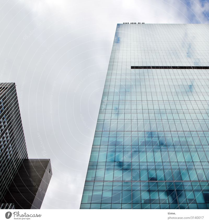 Halswirbelsäulentraining (VII) Himmel Wolken New York City Stadtzentrum Hochhaus Bauwerk Gebäude Architektur Mauer Wand Fassade Fenster Glas Linie dunkel hoch