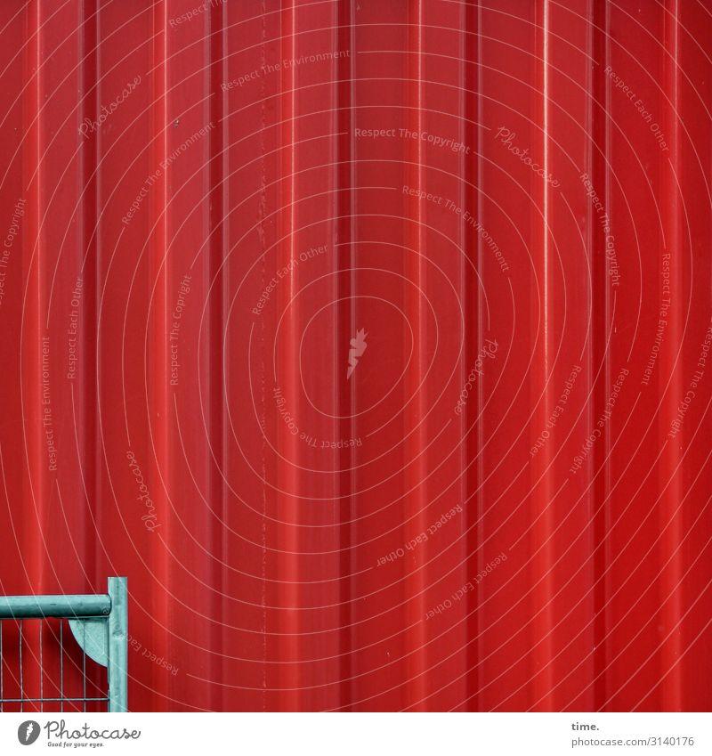 Geschichten vom Zaun (LI) Mauer Wand Container Bauzaun Metall Stahl Linie Streifen eckig grau rot ästhetisch entdecken Inspiration Kommunizieren Langeweile