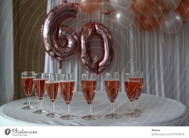 Gefüllte Sektgläsern Jahrestag Champagner Glas Geburtstag Feste & Feiern Glück Ruhestand alt Lächeln Erwachsene hell Getränk trinken Senior Feiertag Leben