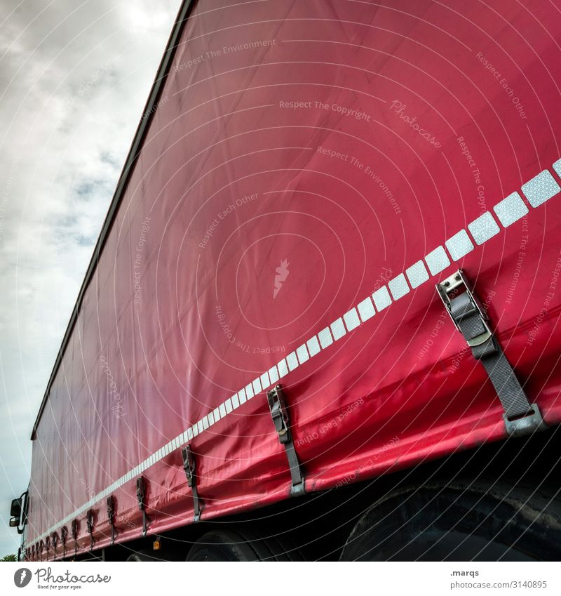 LKW Wolken Verkehr Güterverkehr & Logistik Lastwagen Abdeckung rot Farbe Mobilität Perspektive Termin & Datum Farbfoto Außenaufnahme Detailaufnahme Menschenleer