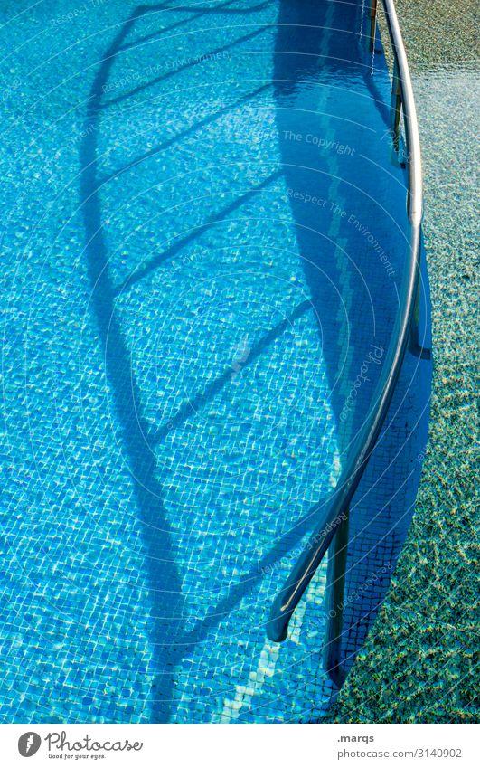 Pool Swimmingpool Schwimmbad Fliesen u. Kacheln Geländer geschwungen Schatten Wasser Erfrischung Sommer Licht Metall Schwimmen & Baden Ferien & Urlaub & Reisen