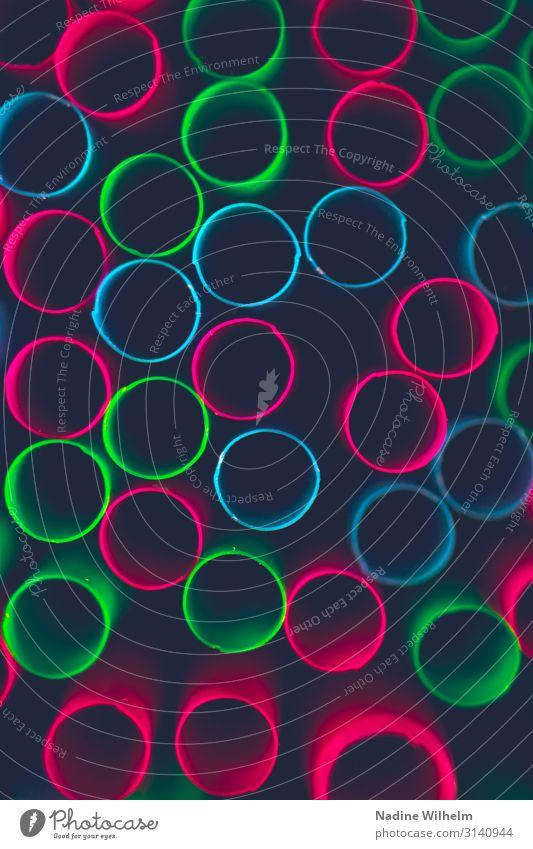 Bunte Strohhalme Trinkhalm Kunststoff Kreis außergewöhnlich einfach nah oben blau mehrfarbig grün rosa Farbfoto Innenaufnahme Nahaufnahme Detailaufnahme