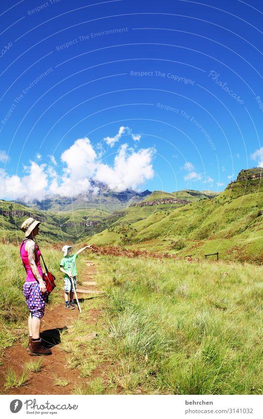 weitsichtig | entdecker Frau Himmel Ferien & Urlaub & Reisen Natur Landschaft Ferne Berge u. Gebirge Erwachsene Umwelt Familie & Verwandtschaft Junge Tourismus