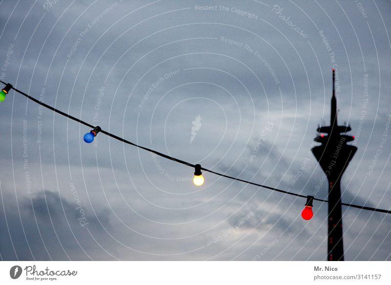 Düsseldorfer Lichter Himmel Wolken schlechtes Wetter Stadt Bauwerk Architektur Sehenswürdigkeit Wahrzeichen blau grün rot schwarz weiß Silhouette Lichterkette