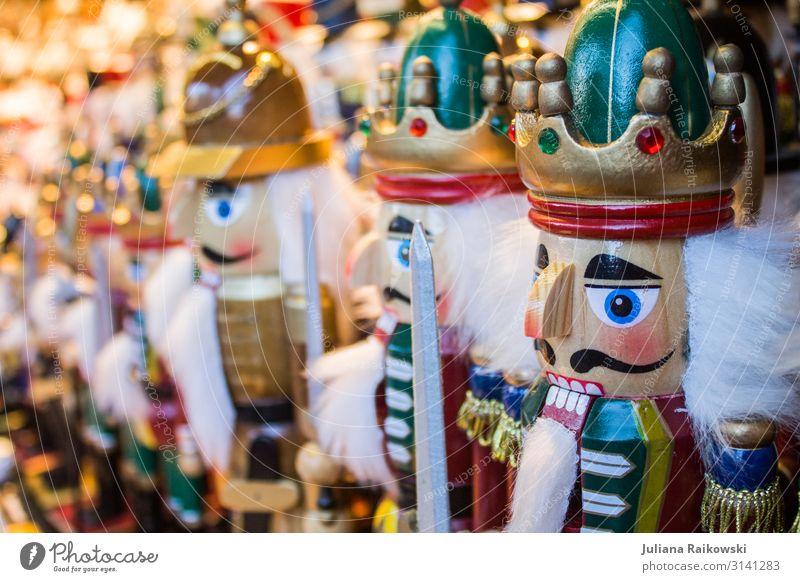 Nussknacker Spielzeug Puppe Kitsch Krimskrams Holz historisch klein schön trashig Weihnachten & Advent Geschenk Russisch Markt Krone Schnurrbarthaare Schwert