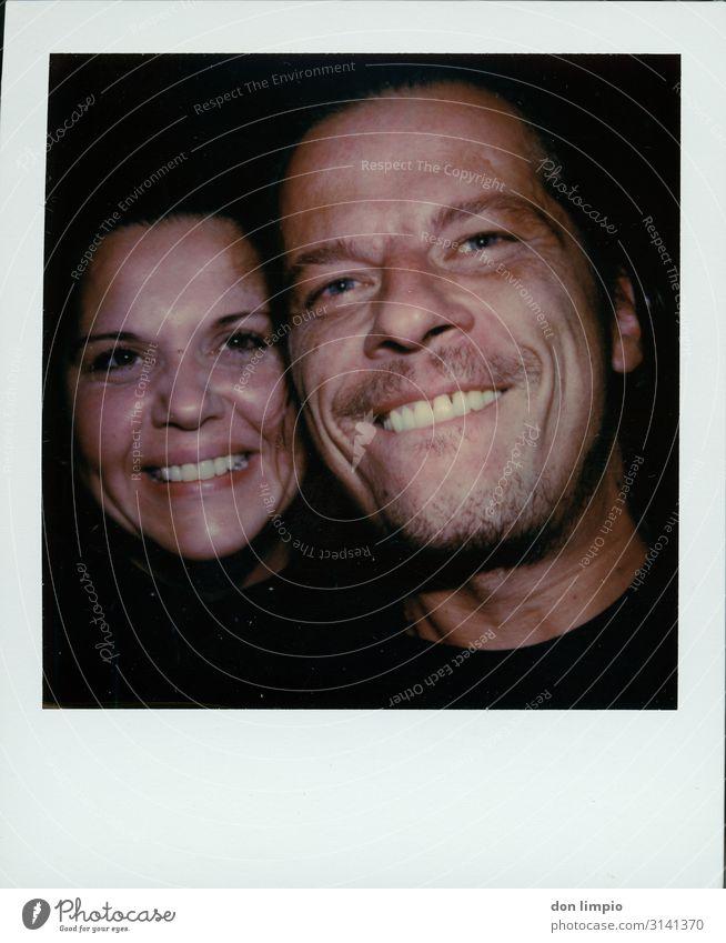 auf die Unterlippe beißen...wenn's am schönsten ist! Mensch maskulin feminin Frau Erwachsene Mann Freundschaft Leben Gesicht 2 30-45 Jahre Lächeln Blick