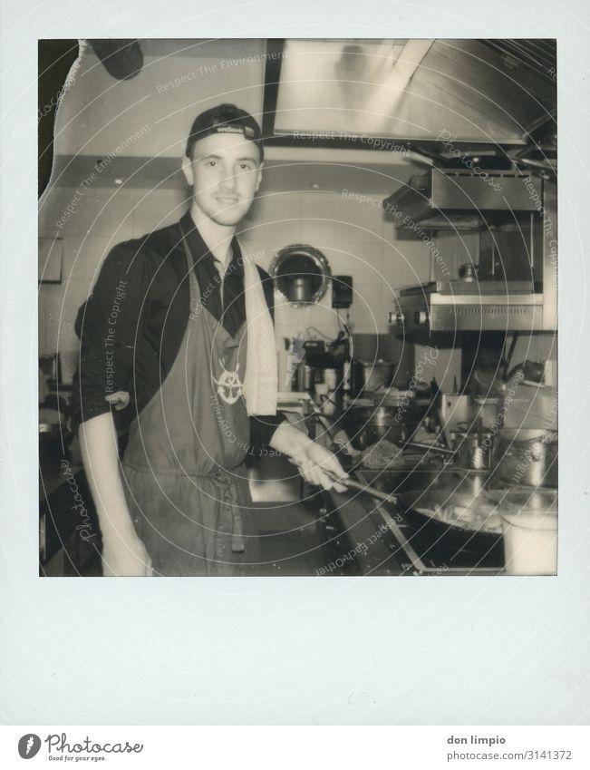 ...alles geben Mensch Jugendliche Junger Mann weiß schwarz 18-30 Jahre Essen Erwachsene Glück Ernährung maskulin Küche Gastronomie Leidenschaft Engel Handwerk