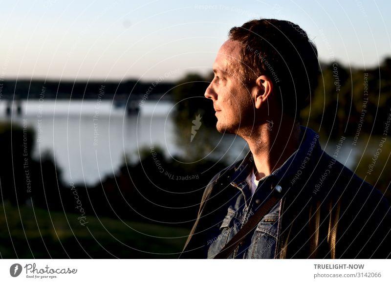 Abendlichtmann Tourismus Ausflug Sightseeing Mann Erwachsene Kopf Gesicht Auge Ohr Nase Mund Hals Schulter 30-45 Jahre Wasser Himmel Sommer Herbst Fluss Havel