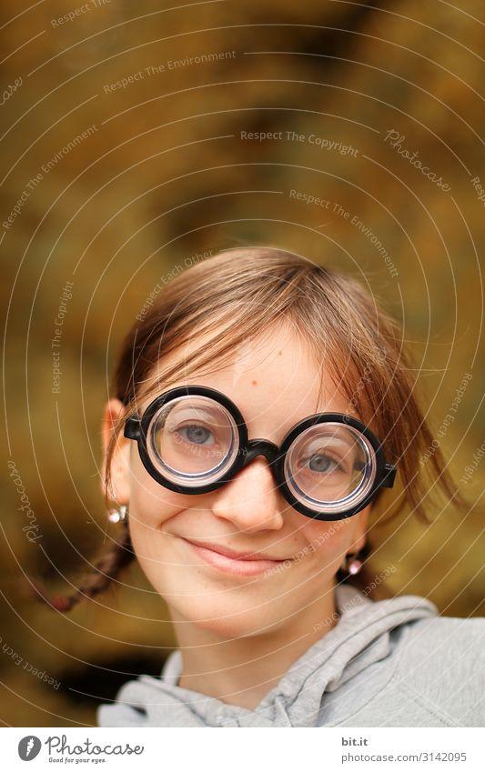 Vorsicht scharf l Ich seh alles. Mensch feminin Kind Mädchen Kindheit Umwelt Natur Brille Haare & Frisuren schön lustig Karneval Faschingsbrille Augenheilkunde