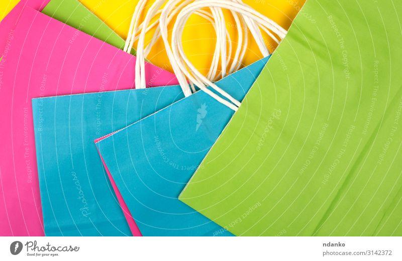 viele mehrfarbige Papier-Einkaufstaschen Lifestyle kaufen Design Business Menschengruppe Container Mode Verpackung Paket hell modern neu blau gelb grün rosa