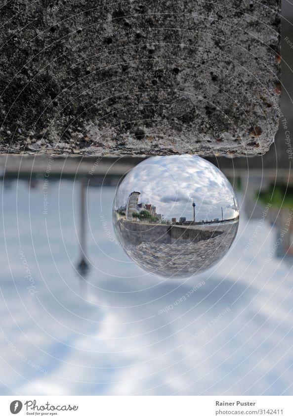 Düsseldorf Inception Himmel Wolken Deutschland Stadtzentrum Horizont glassball Spiegelbild Farbfoto Außenaufnahme Textfreiraum oben Textfreiraum unten Tag