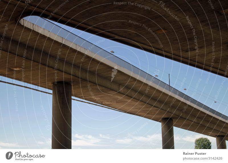 Urbane Formen - Hochstraße in Düsseldorf Himmel Stadt Menschenleer Straße Straßenkreuzung Brücke blau braun Mobilität Wege & Pfade Farbfoto Außenaufnahme