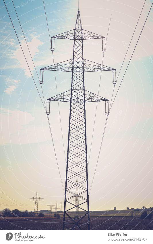 Unter Strom Technik & Technologie High-Tech Energiewirtschaft Industrie Landschaft Ferne Tatkraft Geschwindigkeit Mobilität Farbfoto Innenaufnahme Menschenleer