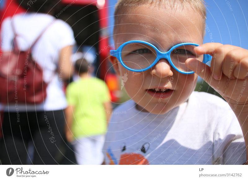 Kind Mensch Lifestyle Leben Senior Gefühle Familie & Verwandtschaft Stimmung Kindheit Kreativität lernen Brille Neugier Hoffnung Bildung Student