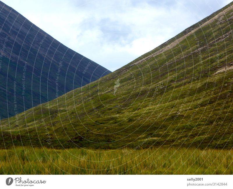 Berg und Tal... Schottland Highlands grün kahl Einsamkeit Landschaft Berge u. Gebirge Großbritannien Menschenleer Hügel Außenaufnahme wandern ruhig Ruhe