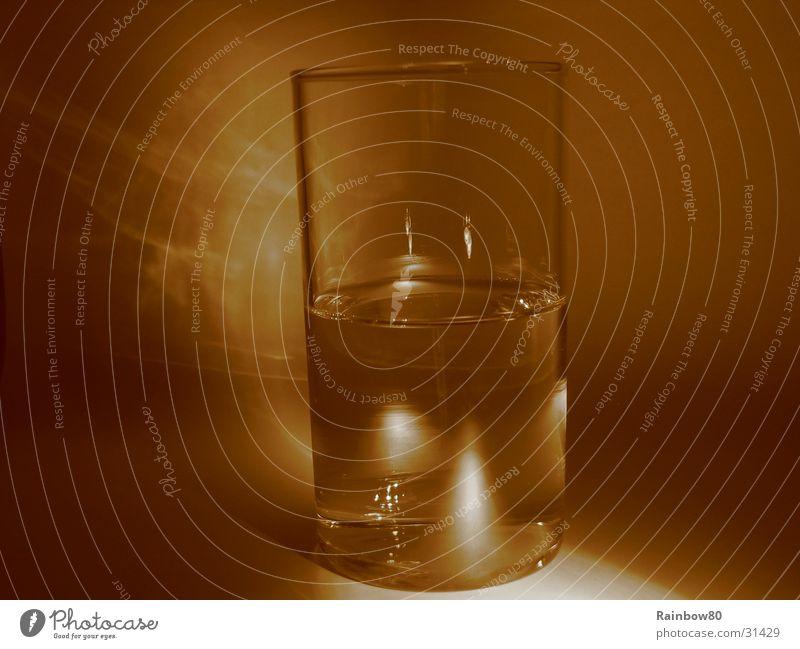 Wasserglas 2 Reflexion & Spiegelung Häusliches Leben Glas Sepia Lichterscheinung
