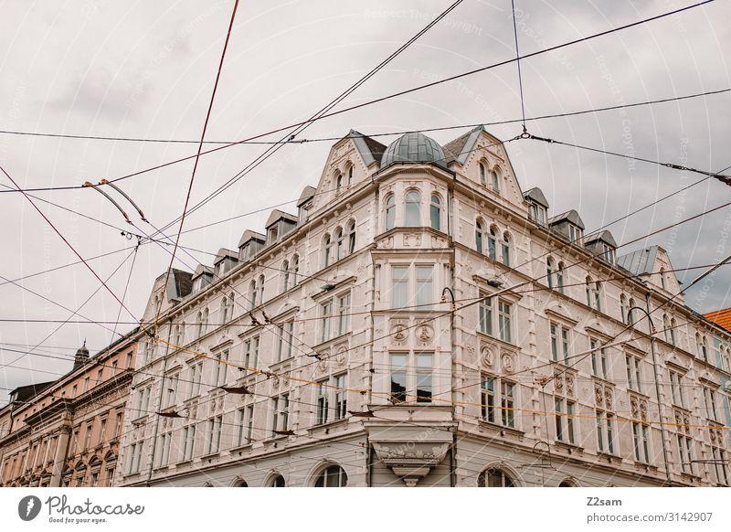 Innsbruck Sightseeing Himmel Wolken Stadt Stadtzentrum Gebäude Architektur ästhetisch elegant chaotisch Idylle Mobilität Netzwerk Ordnung