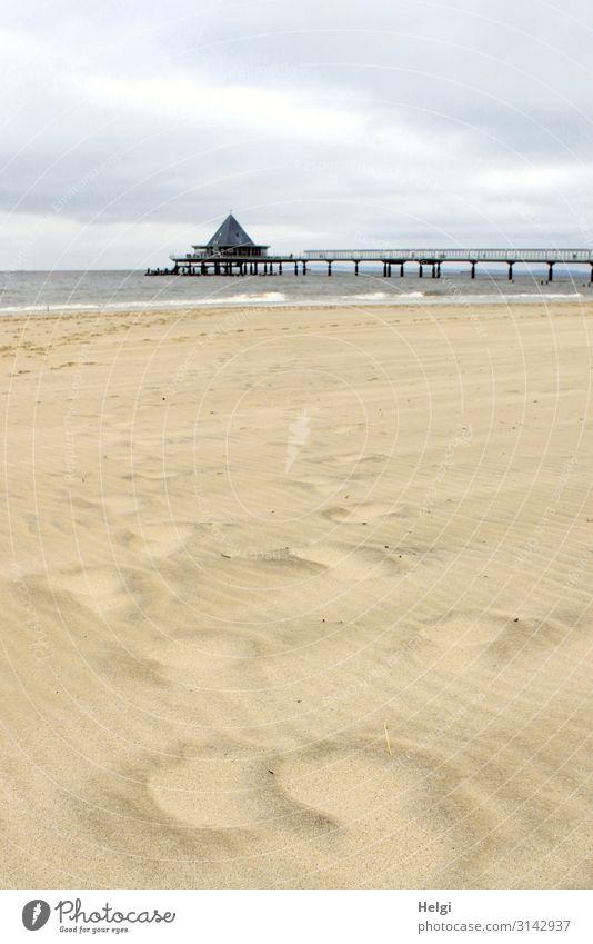 verwehte Spuren im Sand am Strand von Heringsdorf mit Seebrücke im Hintergrund Ferien & Urlaub & Reisen Tourismus Umwelt Natur Landschaft Wasser Himmel Wolken