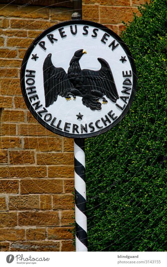 Preußens Glanz und Gloria Tourismus Ausflug Sommer Sommerurlaub Burg oder Schloss Mauer Wand Stein Metall Zeichen Schriftzeichen Schilder & Markierungen