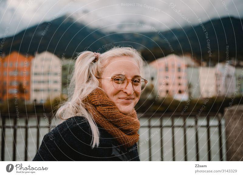 Das Leben ist schön! Lifestyle elegant Stil Freizeit & Hobby Ferien & Urlaub & Reisen Sightseeing Winter Junge Frau Jugendliche 18-30 Jahre Erwachsene Alpen