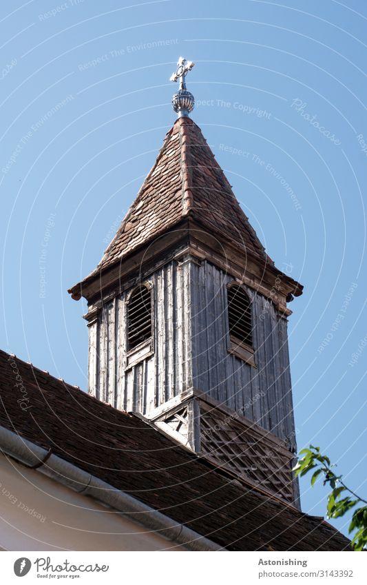 alter Turm Himmel Sommer Sibiu Hermannstadt Rumänien Kleinstadt Stadt Haus Kirche Bauwerk Gebäude Mauer Wand Fassade Fenster Dach Holz historisch hoch blau