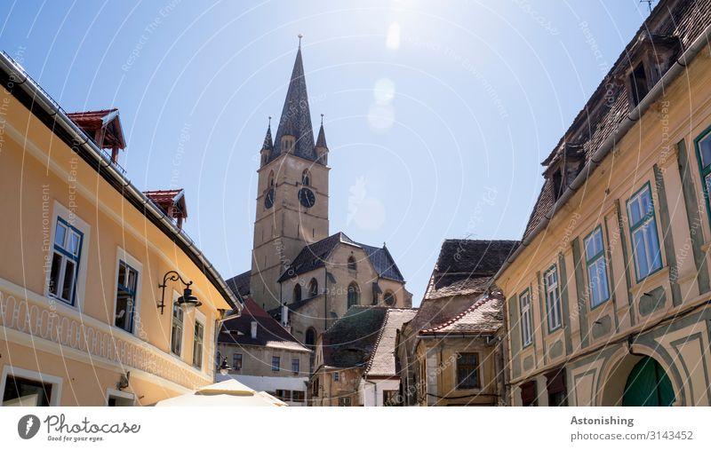 Sibiu Himmel Sonne Sonnenlicht Sommer Hermannstadt Rumänien Stadt Stadtzentrum Haus Kirche Turm Bauwerk Gebäude Fassade Fenster Tür Dach Sehenswürdigkeit hoch