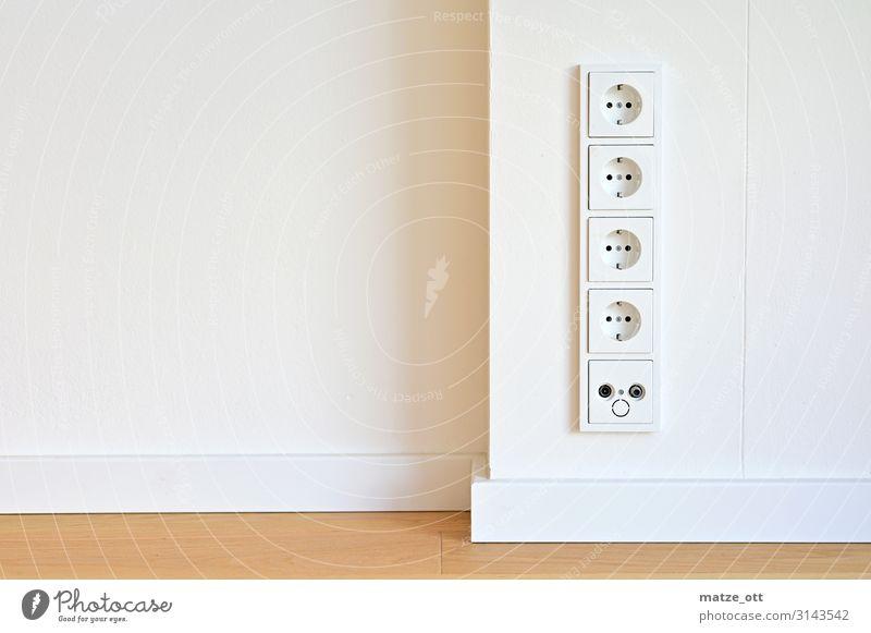 Strom ohne Ende Steckdosenleiste Interiordesign weiß Haus Architektur Innenarchitektur Wand Mauer Häusliches Leben Wohnung Raum modern Energiewirtschaft
