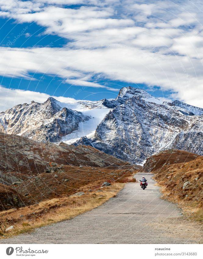 Motorrad auf Bergstraße in den Alpen Lifestyle Ferien & Urlaub & Reisen Tourismus Ausflug Abenteuer Freiheit Winter Schnee Berge u. Gebirge Sport Mensch Mann