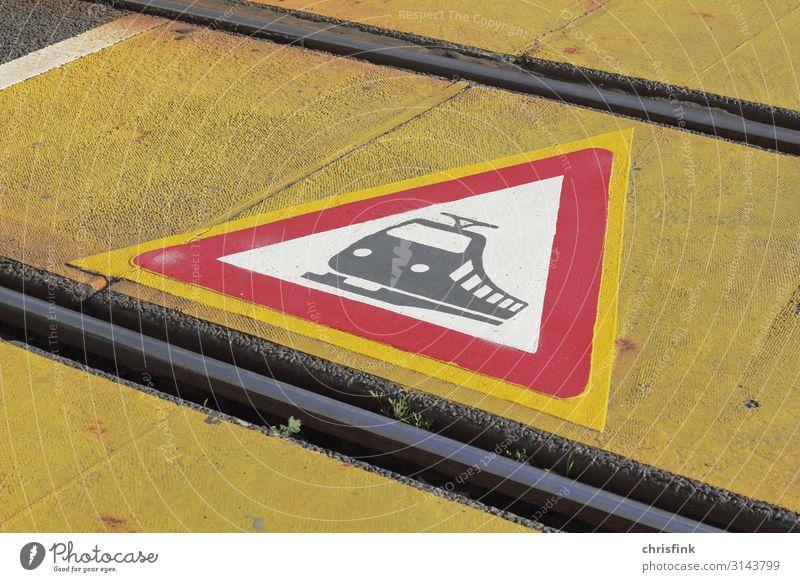 Warnschild Schienenverkehr auf Boden Wirtschaft Technik & Technologie Verkehr Verkehrsmittel Verkehrswege Straßenverkehr Bahnfahren Fußgänger Wege & Pfade