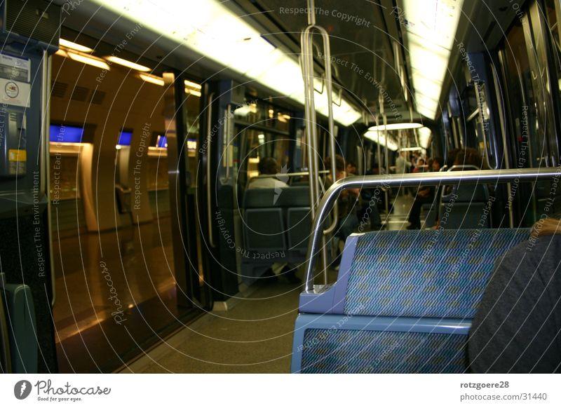 Metro in Paris U-Bahn London Underground Frankreich