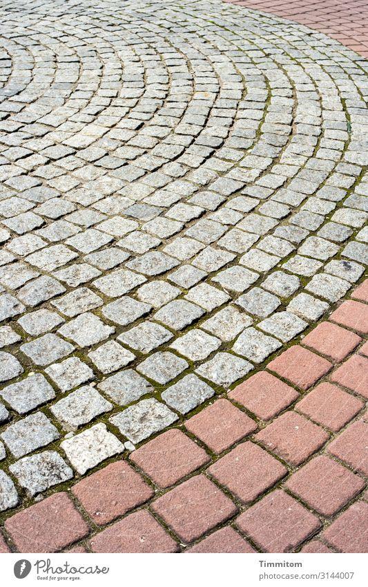 Ordnung... ja! Umwelt Nürnberg Stein Linie ästhetisch einfach grau rot Gefühle Platz Pflastersteine rund Farbfoto Außenaufnahme Menschenleer Tag