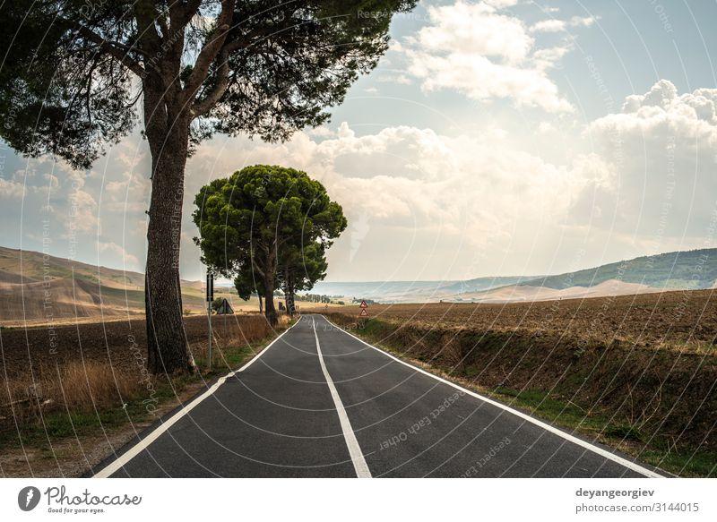 Alte Asphaltstraße mit weißer Linie. Ferien & Urlaub & Reisen Ausflug Sommer Berge u. Gebirge Natur Landschaft Himmel Horizont Verkehr Straße Autobahn blau