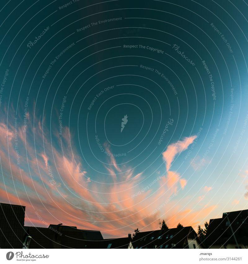 Abends im Dorf Himmel Wolken Frühling Sommer Schönes Wetter Haus Dach blau orange schwarz Stimmung Freiheit Idylle Häusliches Leben Farbfoto Außenaufnahme