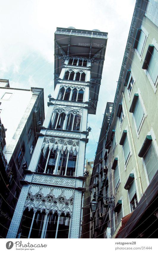 ohne Titel Architektur Fahrstuhl in Lissabon