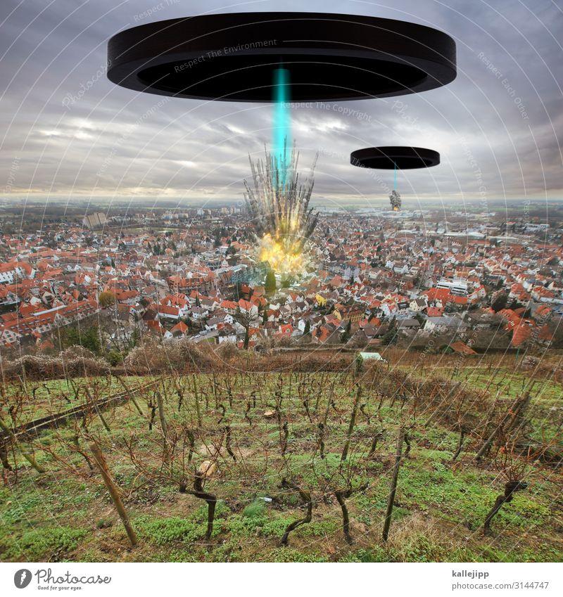 das ist keine übung! Umwelt Natur Landschaft Pflanze Tier Nutzpflanze Kleinstadt Stadt Haus Einfamilienhaus Häusliches Leben Zerstörung zerstören UFO Desaster